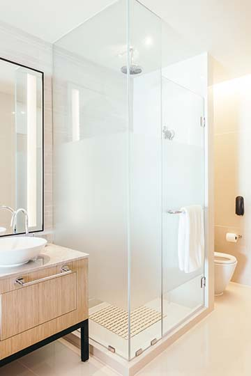¿Cómo reformar un baño pequeño con ducha?